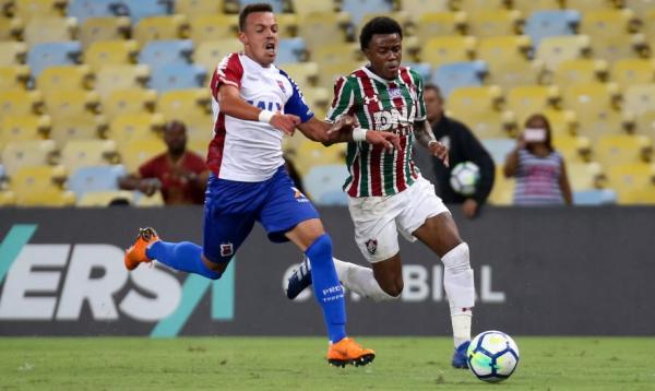 Andrey enfrenta o Fluminense