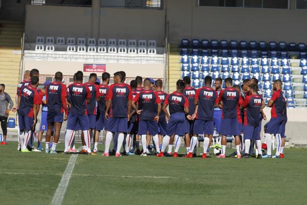 Treino do Paran\u00e1 Clube na Vila Capanema