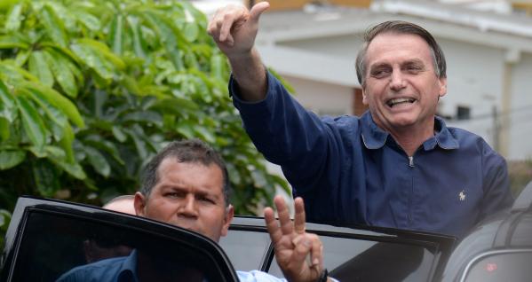 """Bolsonaro: no Twitter, presidente eleito tinha 2,27 milh\u00f5es de seguidores, e 5.428 tu\u00edtes at\u00e9 a \u00faltima sexta."""