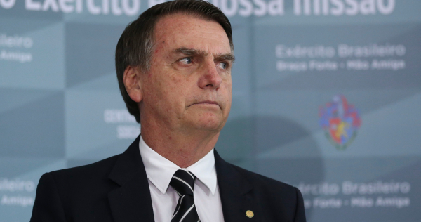 """""""Bolsonaro: Nathalia Melo de Queiroz, 29, aparece como uma das benefici\u00e1rias de recursos movimentados por Fabr\u00edcio Jos\u00e9 Carlos de Queiroz, seu pai e ex-motorista de Fl\u00e1vio Bolsonaro"""""""