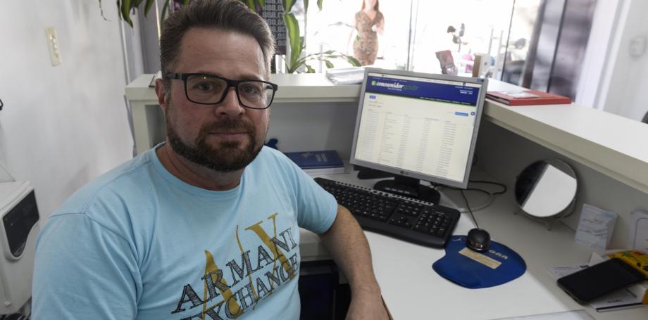 O curitibano Márcio Pissaia, 46 anos, já entrou 62 reclamações  no Consumidor.gov.br e 58 foram resolvidas
