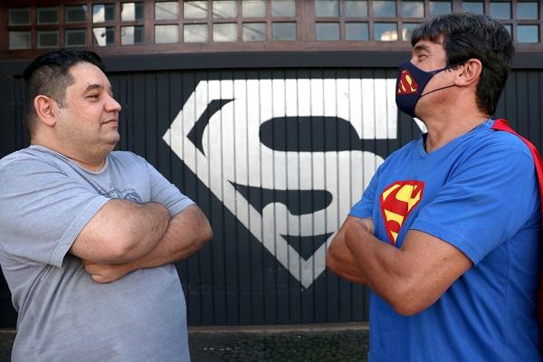 Aldebaran (com a camisa cinza) e Márcio (com a camisa azul)