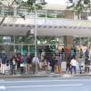 Fila em frente à Receita Federal, em Curitiba