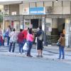 Fila em frente a casa lotérica, em Curitiba