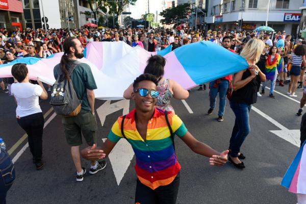 Marcha para a Diversidade em Curitiba coloriu as ruas centrais
