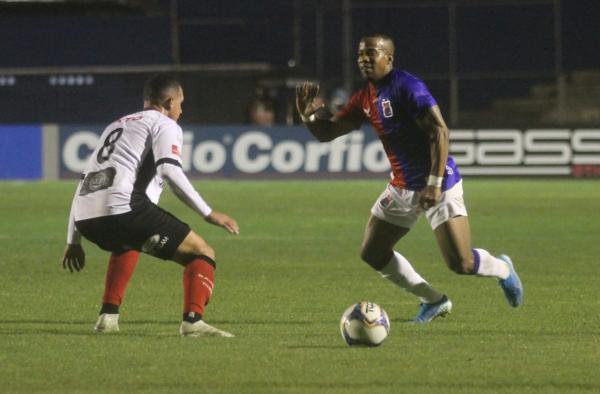 Guilherme Santos enfrenta o Brasil