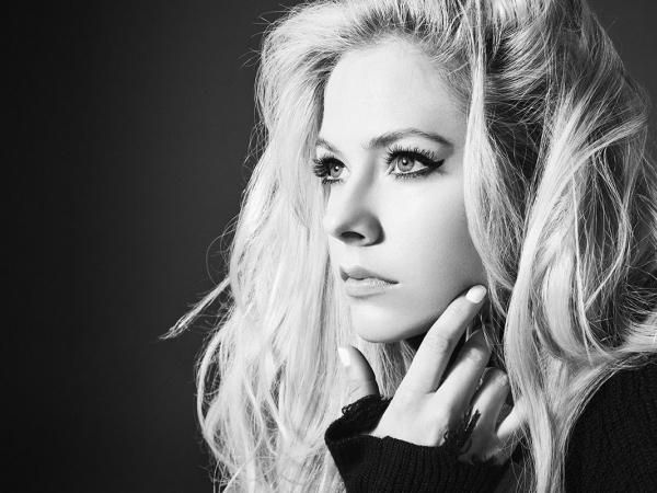 Avril Lavigne está de volta após pausa por problemas de saúde