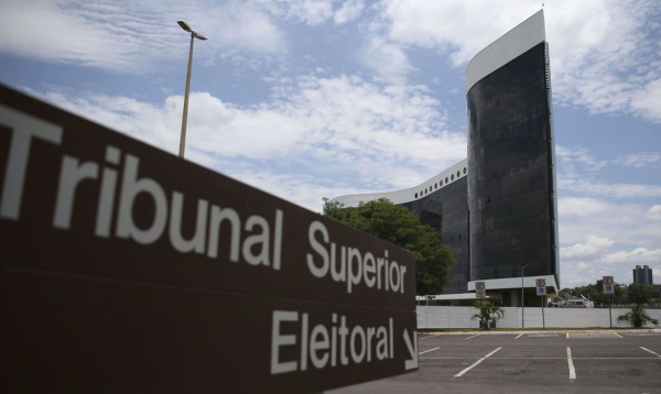 Partidos pedem ao TSE interpelação de Bolsonaro por ataque ao sistema eleitoral
