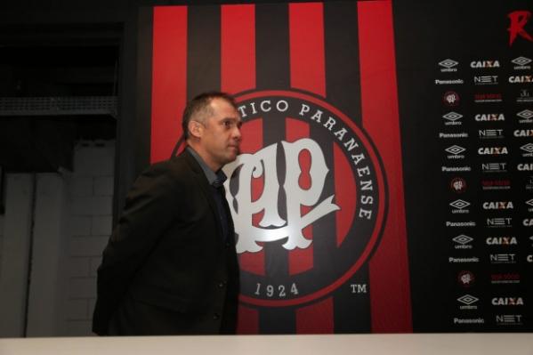 Eduardo Baptista é demitido pelo Atlético-PR e Autuori deixa o clube