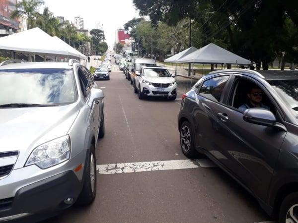 Carreata em frente partindo da praça Afonso Botelho, no bairro Água Verde