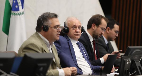 """Beto Preto (à esquerda): """"Contamos com 200 leitos de UTIs a mais para o caso da epidemia chegar a 40 dias"""""""