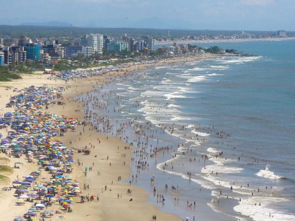 Chuvas alteram qualidade da água em um ponto do Litoral do Paraná