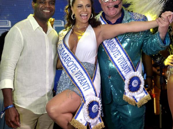 A trinca Pretinho da Serrinha, Viviane Araújo e Milton Cunha comandam a festa do Camarote Vivant!