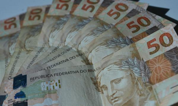 Empresas também reclamam de juros mais caros em novas operações de crédito.