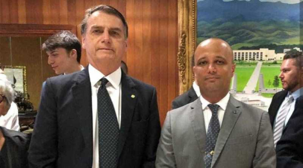 Bolsonaro e Vitor Hugo (PSL/GO): após encontro, deputado indicou que Bolsonaro não negociará, acirrando a tensão entre poderes.