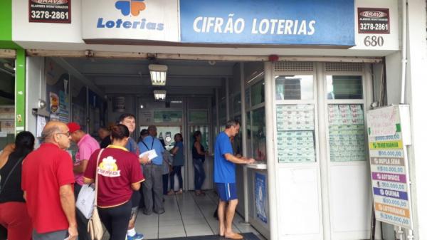 Ganhador que levou R$ 104 milhões na Mega-Sena retira o prêmio
