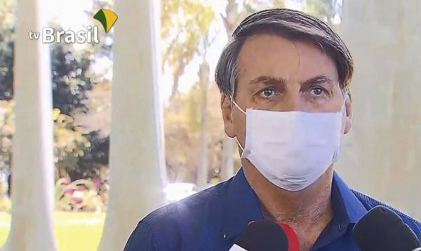 Bolsonaro confirma que está com coronavírus, minimiza efeitos e chacoalha o País. Veja frases do presidente