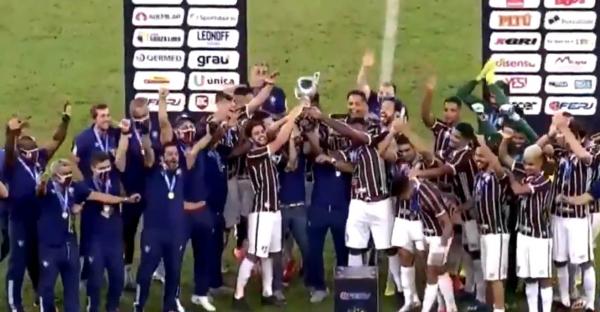 Jogadores do Fluminense comemoram o título