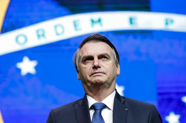 """Bolsonaro: """"Cobrem os senadores do seu Estado"""""""