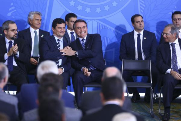 Moro e Bolsonaro: ministro havia sugerido nove vetos em texto da lei