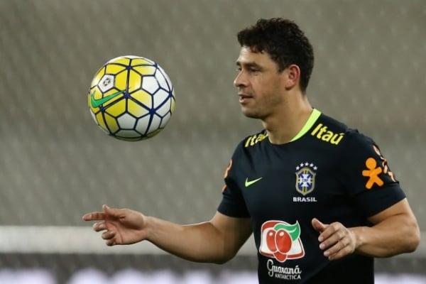 a61f33be3c Giuliano herda camisa 10 de Neymar na seleção - Bem Paraná