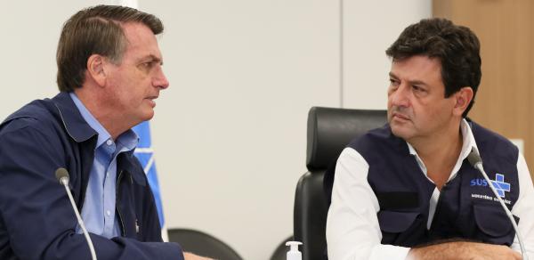 """Bolsonaro e Mandetta: presidente admitiu que ele e o ministro estão se """"bicando"""""""