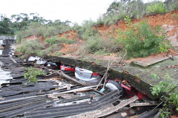 Desabamento no Campo Comprido: prejuízo enorme, mas sem feridos