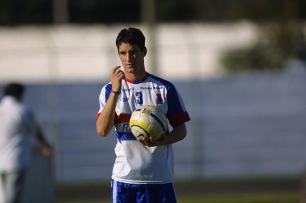 Thiago Neves, em treino do Paraná Clube, em 2003