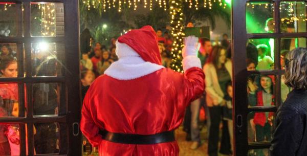Natal de Pinhais começa nesta quarta com parada e abertura da Casa do Papai Noel - Jornal do Estado