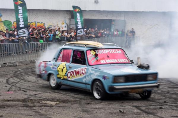 Show Car contou com espetáculo de manobras no Pinheirão