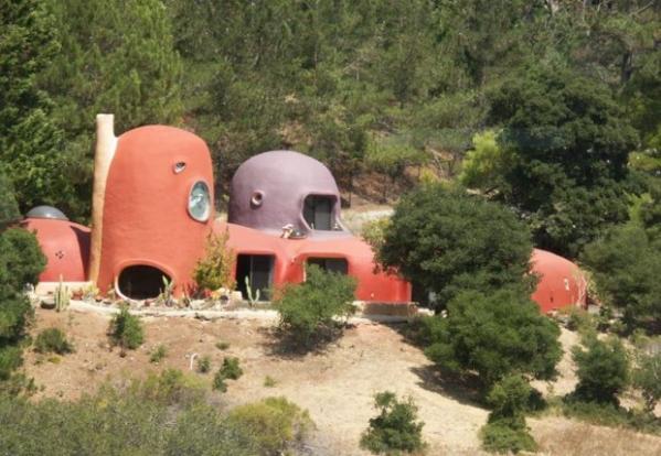 Casa ao estilo dos Flintstones é vendida na Califórnia