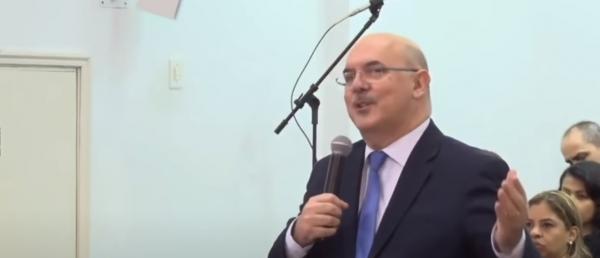 """Milton Ribeiro: """"A correção é necessária para a cura"""""""