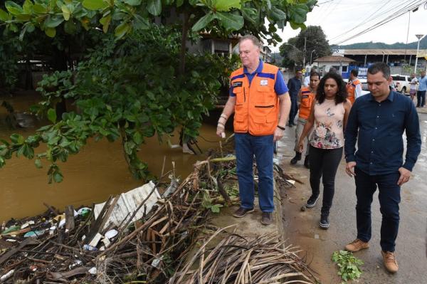 O governador do Estado, Renato Casagrande, percorreu as áreas atingidas