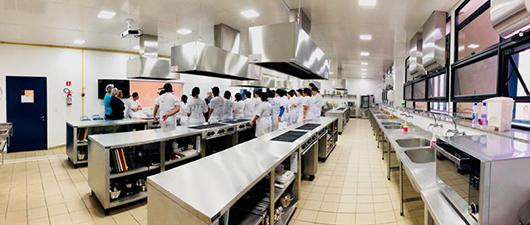 Projeto usa a gastronomia para inserir e capacitar jovens de baixa renda no mercado
