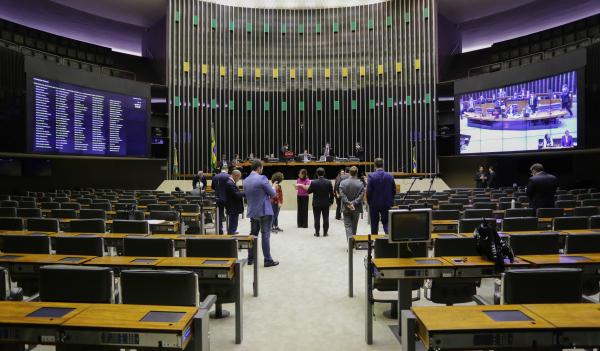 Câmara: deputados devem alterar proposta do governo Bolsonaro que prevê auxílio de R$ 200 mensais