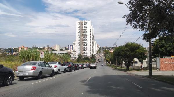Regional Boa Vista: fila de carros na Rua Geraldo Gustavo Oscar Muller, na Paróquia Santo Antônio