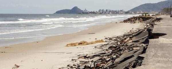Marinha emite alerta sobre ondas de até quatro metros de altura no Paraná