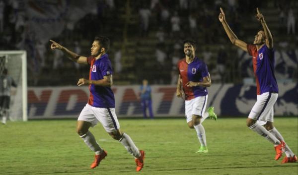 Paraná Clube muda meio time, goleia o Cascavel e decide vaga no clássico