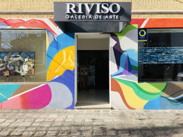 A Riviso Galeria de Arte está localizada na Alameda Dr. Carlos de Carvalho, 1577 – Loja 08 – Batel.