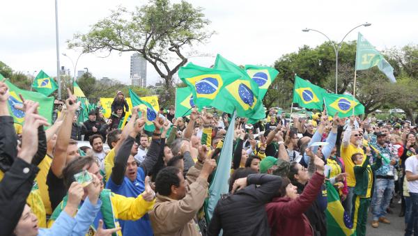 "Ato pró-Bolsonaro: pauta ""rachou"" governistas"