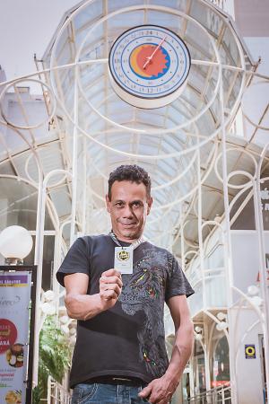 Depois de tantos anos frequentando o empreendimento, Reinaldo ganhou uma homenagem do Bávaro, seu bar favorito na Rua 24 Horas.