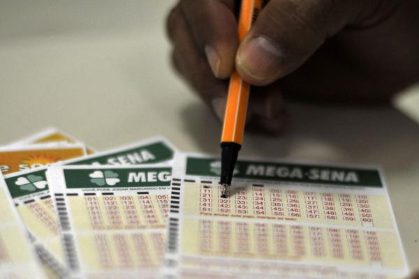 Mega-sena: Aplicado na Poupança da Caixa, o prêmio estimado pode render aproximadamente R$ 130 mil por mês