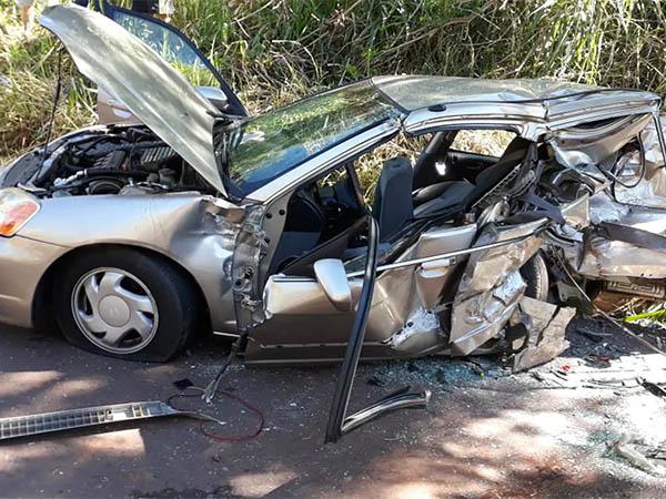 Um dos carros envolvidos no acidente