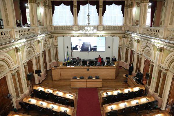 Câmara: parecer do TCE é pela aprovação das contas do primeiro ano da gestão Fruet, com ressalvas