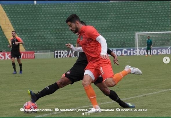 Jogo-treino entre Athletico e Guarani, em Campinas