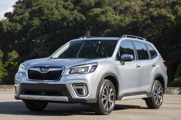 O Subaru está maior em 3 centímetros no comprimento (4,62 m)