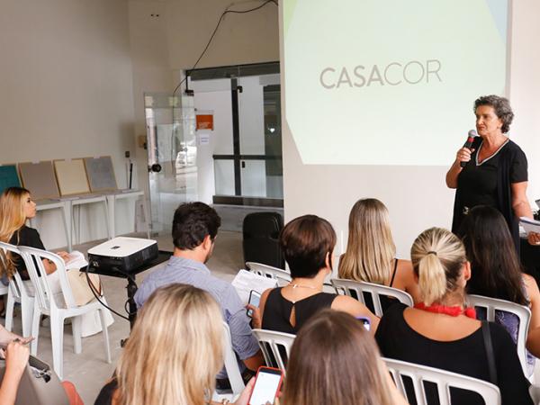 A franqueada da CASACOR Paraná Marina Nessi durante a apresentação das diretrizes da mostra de 2019