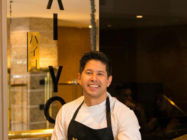 O chef Kazuo Harada