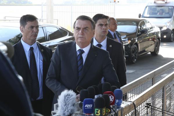 """Bolsonaro: """"Vocês sabem como alguns setores do Ministério Público trabalham no Brasil"""""""