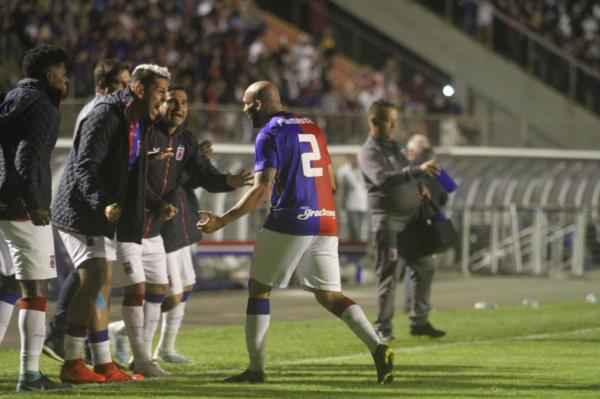 ATUAÇÕES: Eder Sciola foi o melhor em campo na Vila Capanema - Bem Parana